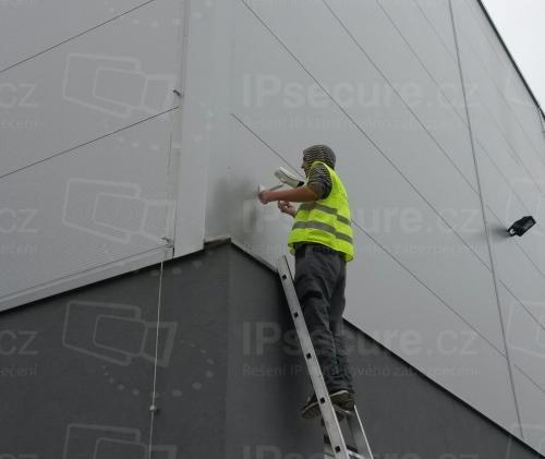 Instalace venkovní IP kamery VIVOTEK na průmyslovou halu